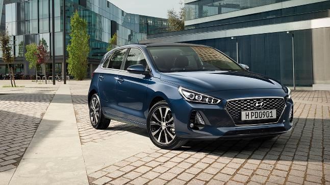 hyundai i30 hatchback spied here 39 s all you need to know. Black Bedroom Furniture Sets. Home Design Ideas