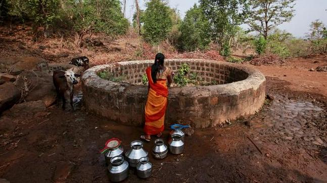 NOTE | This image of a woman looking into a well was used for representation only. (File photo: Reuters)