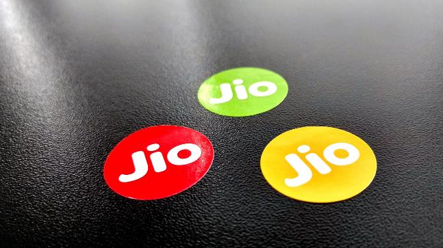Jio 100Mbps broadband plan with free video, video calls will