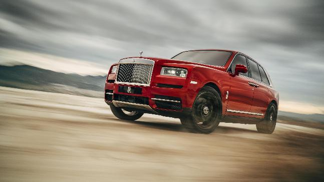 The design of the Cullinan seems to be inspired from the flagship Phantom to an extent, with a sloping roofline, and the extended boot panel.