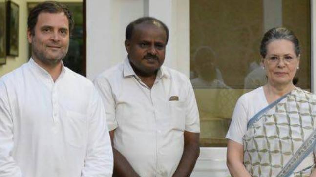 HD Kumaraswamy met Rahul Gandhi and Sonia Gandhi at their Delhi residence today (Photo: Twitter/@INCIndia)