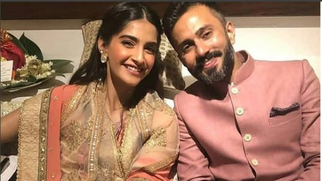 Image result for Sonam and Anand say Lat Lag Gayi to each other with close dance at their mehndi