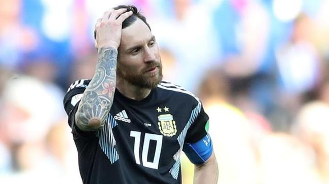 09e873bd0ba Lionel Messi misses penalty a day after Cristiano Ronald s heroics ...