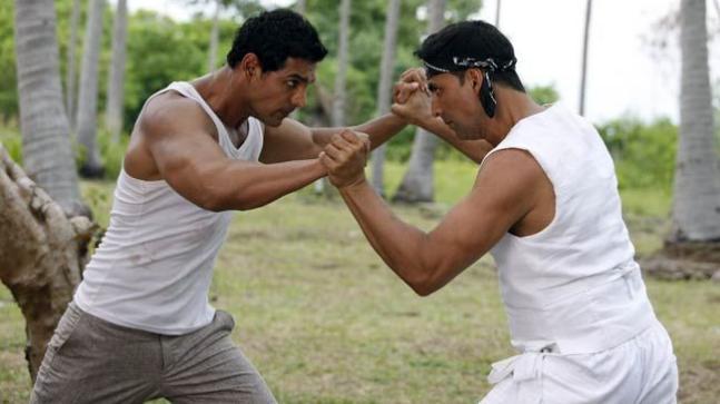 John Abraham (L) and Akshay Kumar