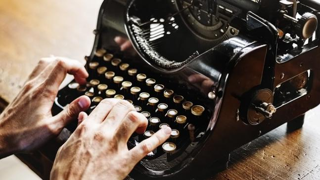 Meet the 72 year old woman, a Hindi typist from Madhya Pradesh who writes on a typewriter and is defying all the odds