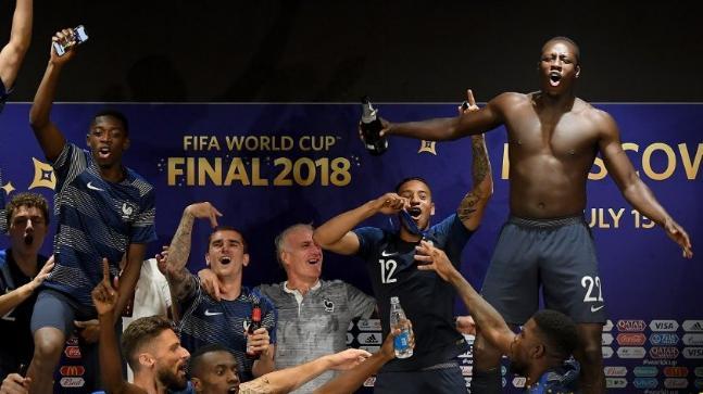 फीफा वर्ल्ड कप : कोच की प्रेस कॉन्फ्रेंस में  फ्रेंच  खिलाड़ियों ने मच