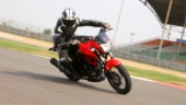 The Xtreme 200R is powered by a 199.6cc, 2-valve, single-cylinder engine which churns out 18.4bhp or power and 17.1Nm of torque.