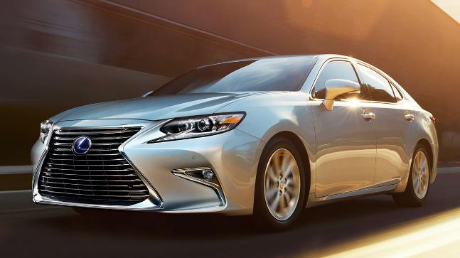 The Lexus Es 300h Is Ed By A 2 5 Liter Four Cylinder Petrol
