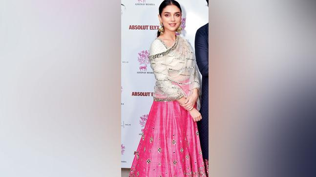 9365b8f816d266 Aditi Rao Hydari talks about her fashion sense and how she keeps herself  healthy and beautiful.