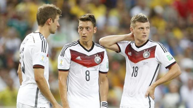 premium selection a6cf3 cba1f Toni Kroos hits out at Mesut Ozil for 'nonsense' racism ...