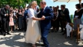 Vladimir Putin dances with Austrian foreign minister at her wedding