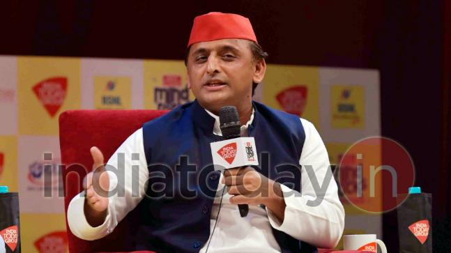 Akhilesh declines RSS invite, says voters will choose between pakodawala and expressway
