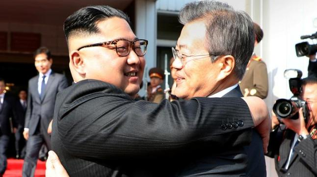 South Korean President Moon Jae-in bids fairwell to North Korean leader Kim Jong Un as he leaves after their summit at the truce village of Panmunjom, North Korea. (Photo: Reuters)