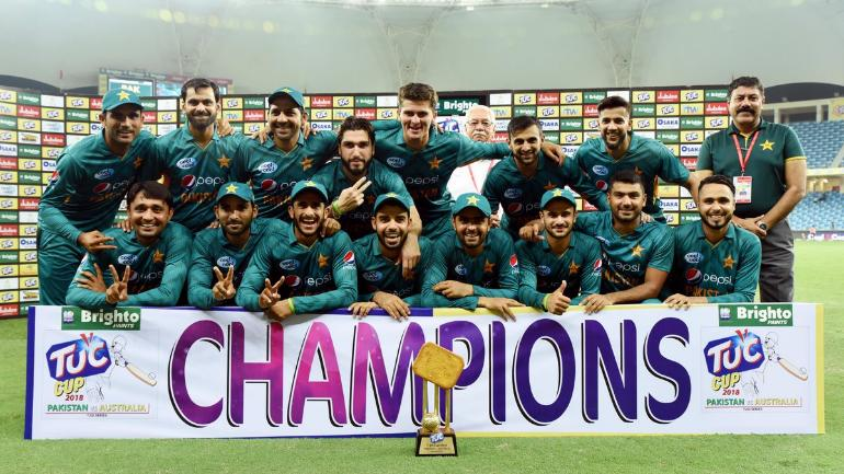 Pakistan celebrate after beating Australia in the T20I series