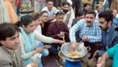 Pakistan journalists make pakoras
