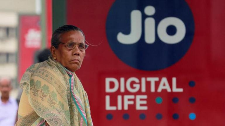 Jio 4G annual Rs 1699 pre-paid plan can save Rs 3000 for