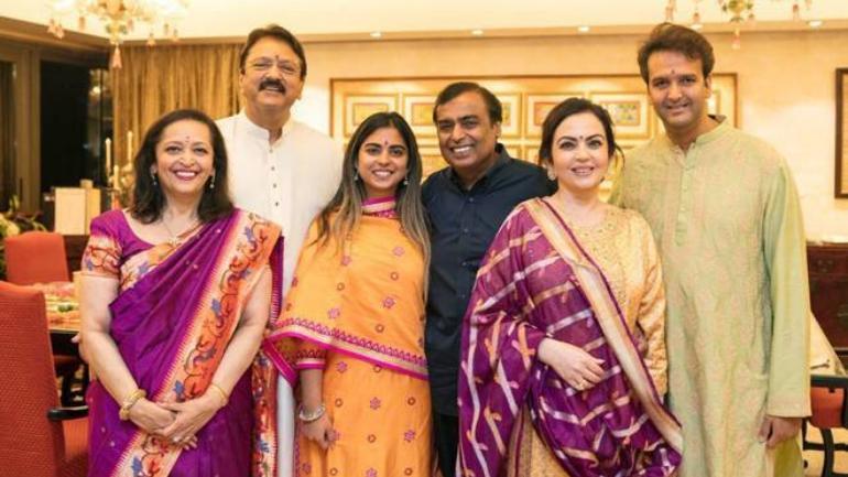 Mukesh Ambani And Son Anant Offer Isha S Wedding Invite At Tirupati