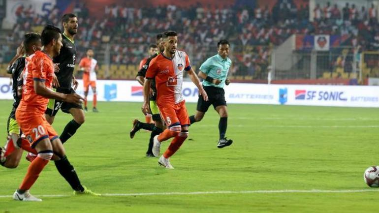 FC Goa and Delhi Dynamos players in action (ISL Photo)