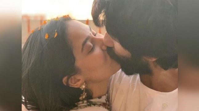 Shahid and Mira share steamy kiss. Trolls say Diwali hai honeymoon nahi