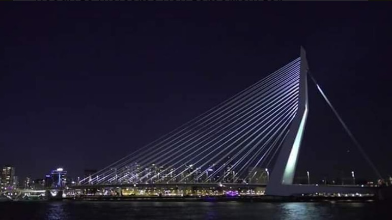 The illumined Erasmus Bridge has been used in the tweet posted by Aam Aadmi Party.