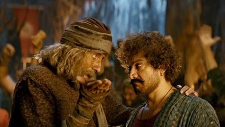 Amitabh Bachchan (L) and Aamir Khan in a still from Thugs Of Hindostan