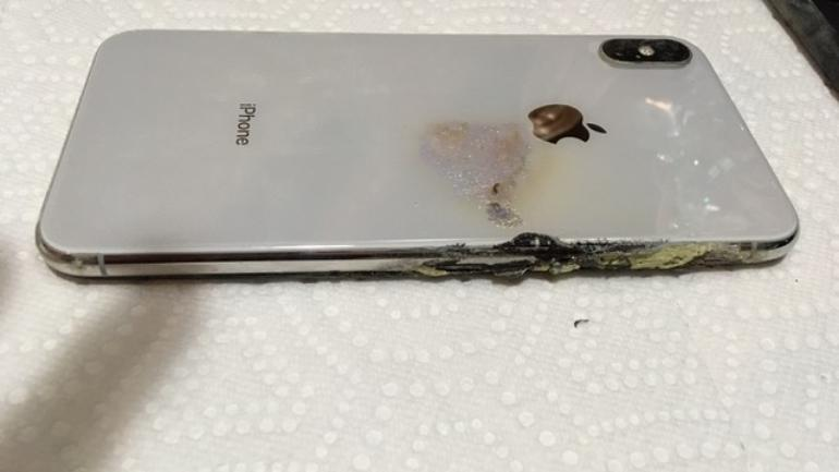 Damaged iPhone XS Max