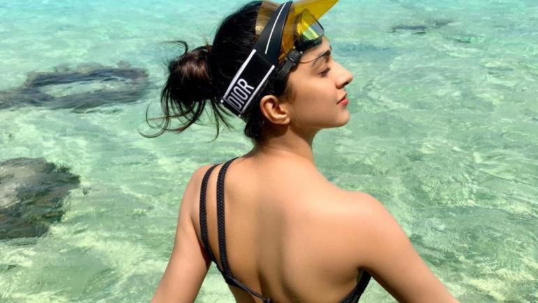 Soaking In The Sun Kiara Advani On Her Beach Holiday Photo Instagram