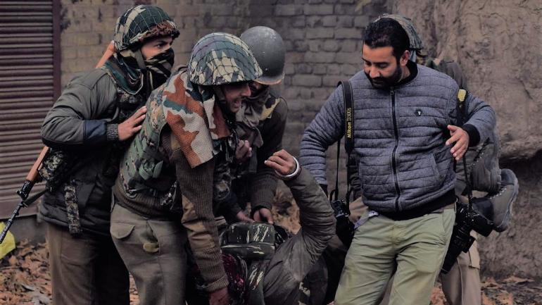 CRPF praises Kashmiri photo-journalist for helping injured jawan