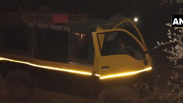 Chandrapur truck van collision