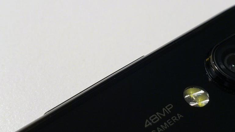 Xiaomi Mi Play teased, shows 'new display', design