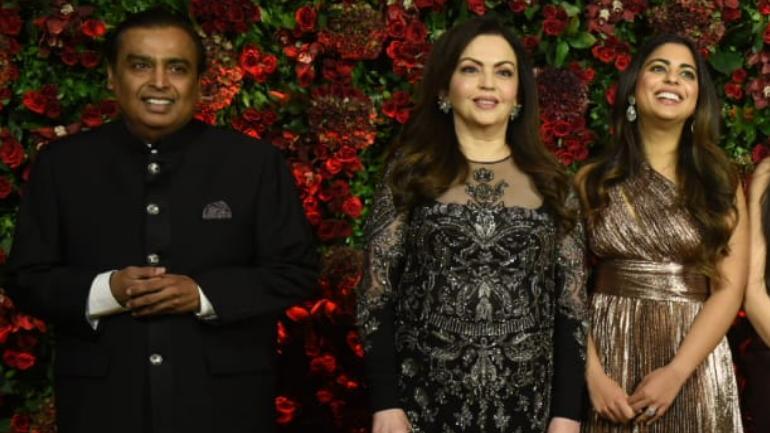 Jio nahi chal raha: Photographer quips when clicking Mukesh