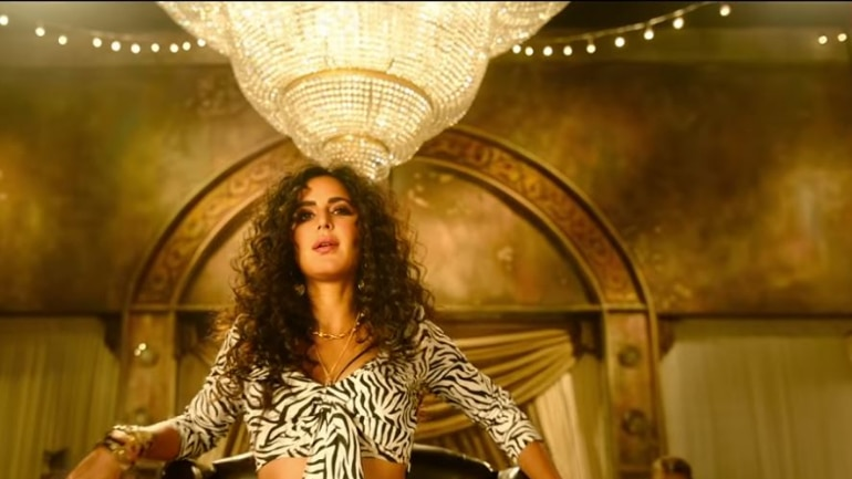 Shah Rukh Khan unveiled the teaser of the song Husn Parcham, which stars Katrina Kaif.