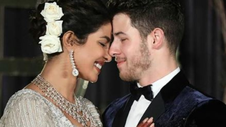 Priyanka And Nick Cut 18 Ft Tall Wedding Cake And Parineeti Cannot