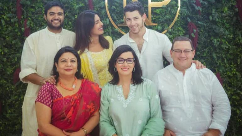 An offshoot from a New York magazine slammed Priyanka Chopra and said that she had trapped Nick Jonas into a fraudulent relationship. Priyanka's mother, Madhu Chopra reacted strongly to it.