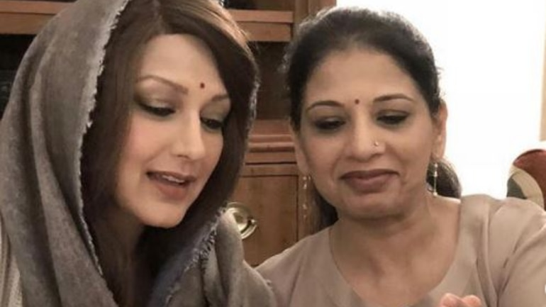 Sonali Bendre penned an emotional post for her 'elder sister' Rupa Tai on Instagram and said how she had always been there for her.