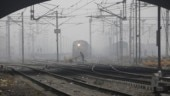 Fog delays 11 Delhi-bound trains, air quality remains very poor