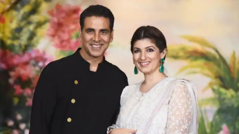 6188103ad13f3 Akshay Kumar taught Twinkle Khanna martial arts. And ended up ...