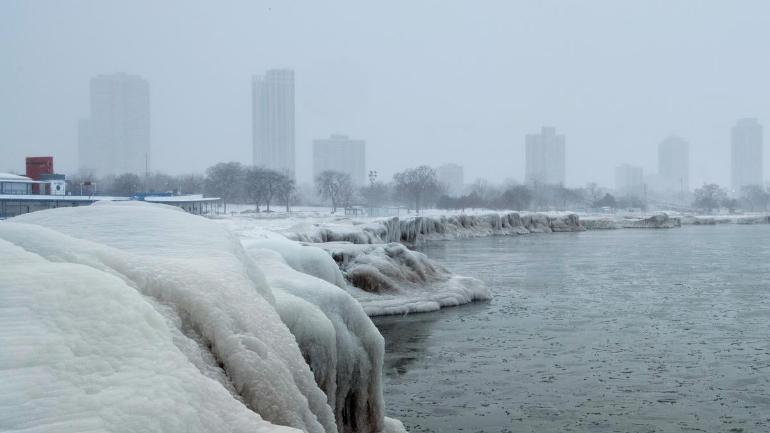 Portion of Lake Michigan frozen in Chicago, USA due to Polar Vortex 2019 (Photo: Reuters)