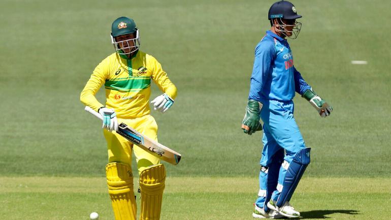 India Vs Australia 2nd Odi Dhoni Quick As A Wink Jadeja On