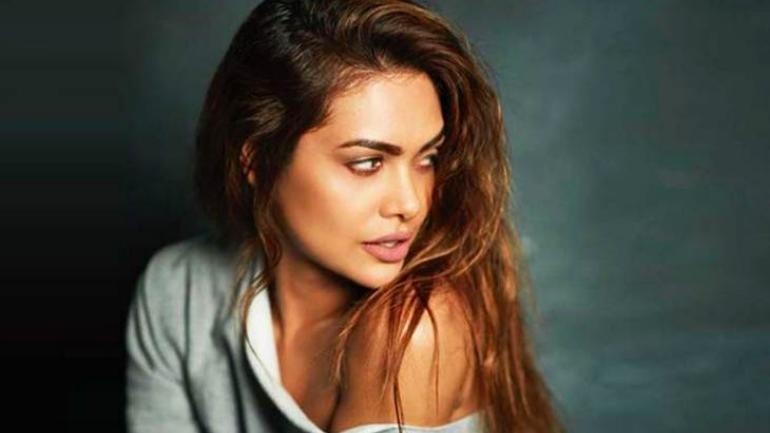 Esha Gupta will be seen in a music video