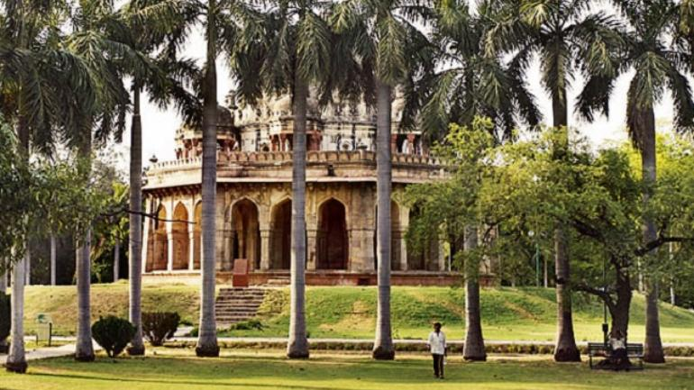 The park is situated between Khan Market and Safdarjung's Tomb and is a hotspot for morning walks.