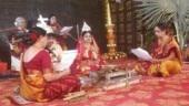 Viral: Woman priests at Bengali wedding, father refuses to do kanyadaan. Internet hearts