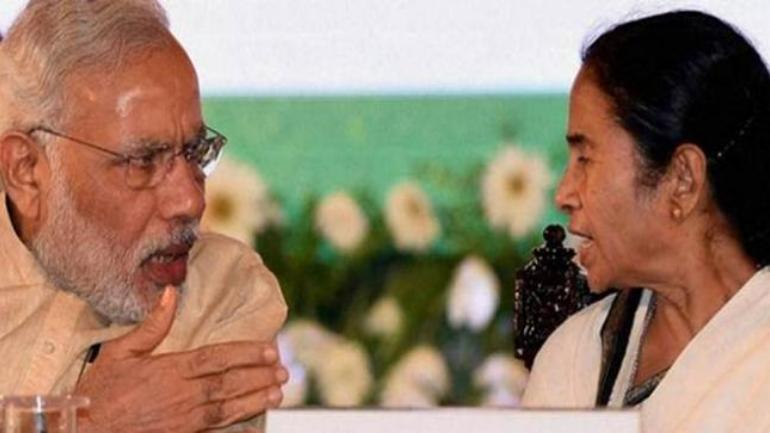 Prime Minister Narendra Modi and West Bengal Chief Minister Mamata Banerjee at a function. (Photo: PTI)