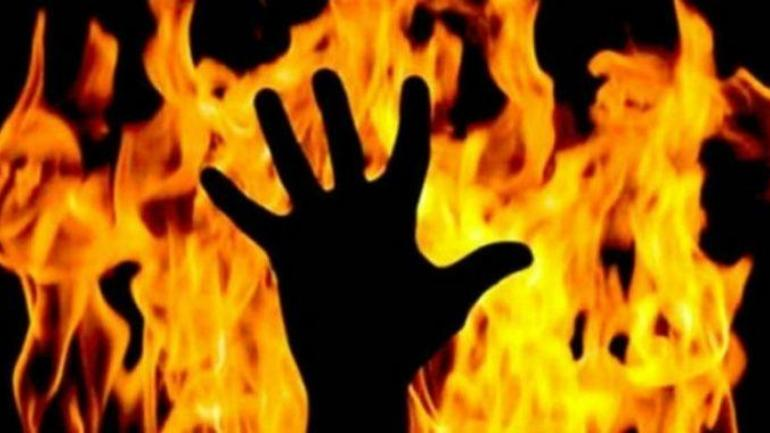 West Bengal: Man burnt alive by lover's family - Crime News