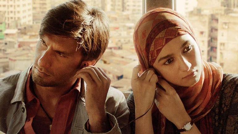 Gully Boy Movie Review: Ranveer Singh and Alia Bhatt play the lead roles in Zoya Akhtar's Gully Boy that releases this Valentine's Day