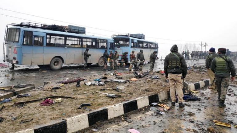 Security personnel and rescue officials inspect the debris at the Pulwama terror attack site on February 14. (Photo: Reuters)