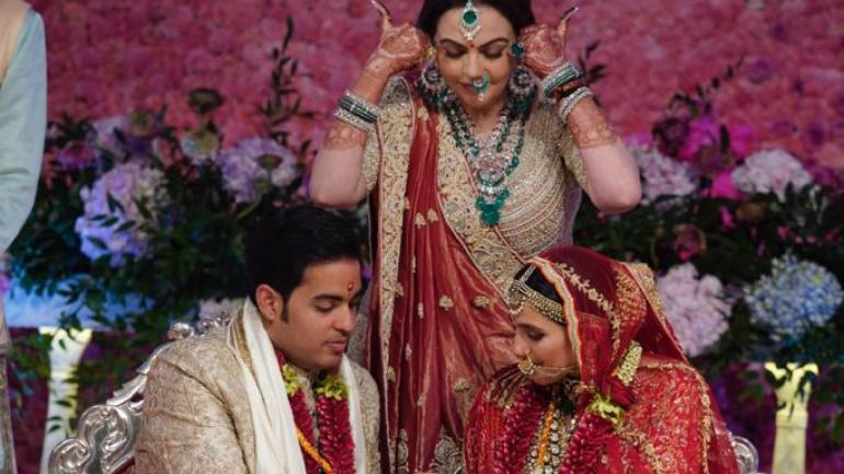 Nita Ambani blesses Akash Ambani and Shloka Mehta at their wedding