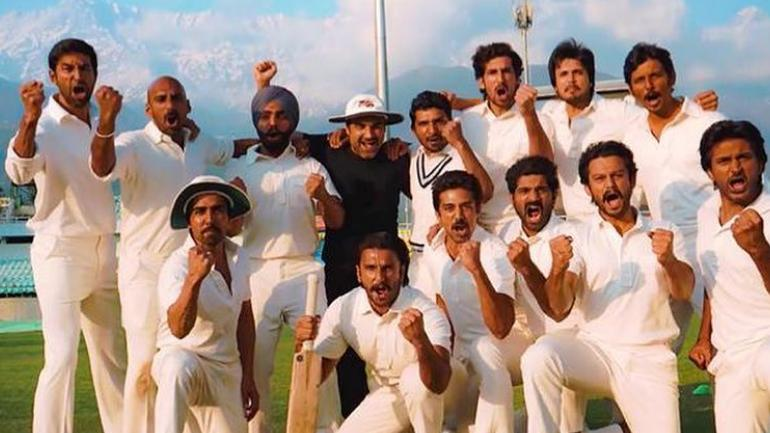 Ranveer Singh with 83 team.