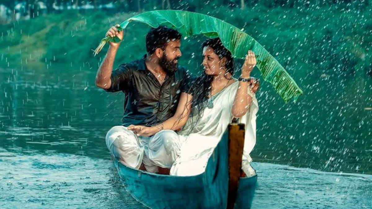Kerala Couple Falls Into River From Boat On Pre Wedding Photoshoot Viral Video Trending News News