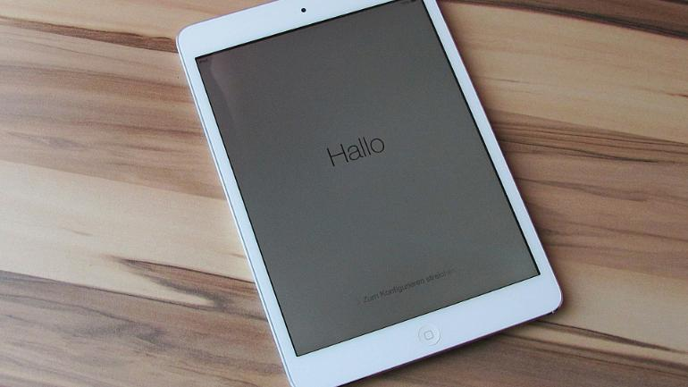 3-year-old kid tries to unlock dad's Apple iPad, device disables